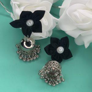 Jhumka tissu avec fleurs noires pic#2 sur JUA&CO