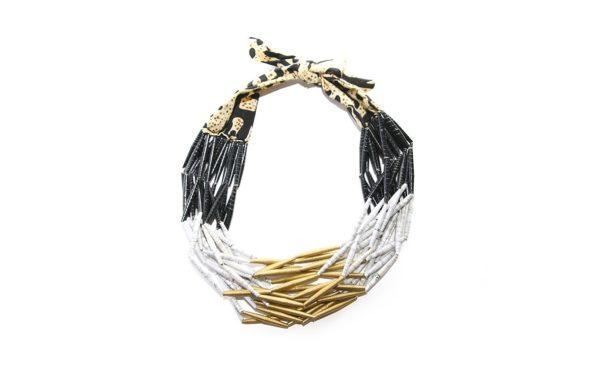 Collier en perles de papier noir et doré sur JUA&CO