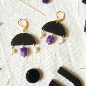 Boucles d'oreilles resine et pierres semi-précieuses
