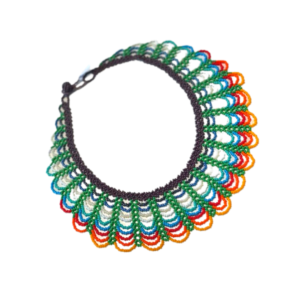Collier Embera Chami vert et rouge sur JUA&CO